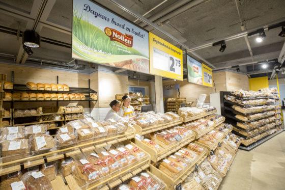 Jumbo Haaksbergen werkt veel met regionale leveranciers, zoals met het brood. Dit levert de onderneming naar eigen zeggen het hoogste broodaandeel binnen Jumbo op. Foto: Koos Groenewold.