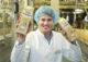 Dennis iseger met duurzame verpakking magere yoghurt 090418 03 80x57